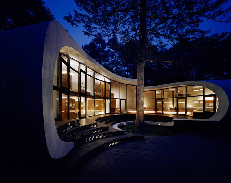 japanese oval sushi roll house villa cottage 13 An Oval Shaped Villa in the Forests of Japan