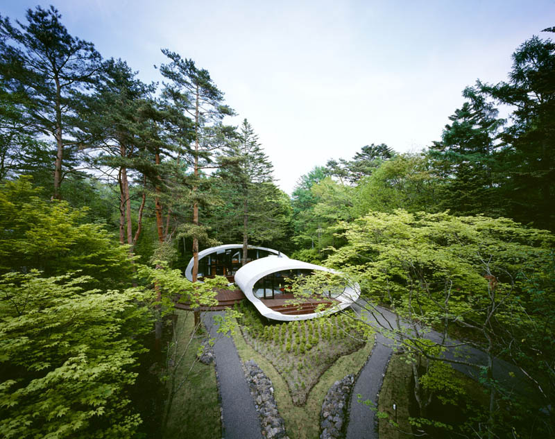 japanese oval sushi roll house villa cottage 3 An Oval Shaped Villa in the Forests of Japan