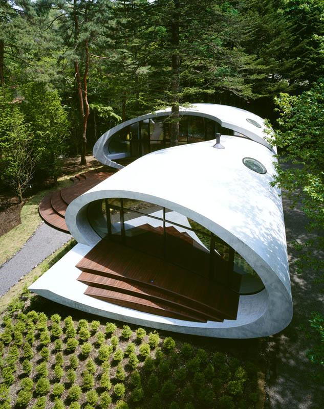 japanese oval sushi roll house villa cottage 6 An Oval Shaped Villa in the Forests of Japan