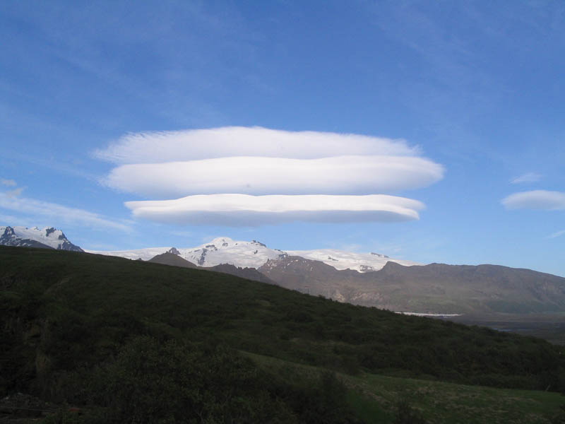 lenticular cloud above gletscher skaftafell iceland 15 Incredible Cloud Formations