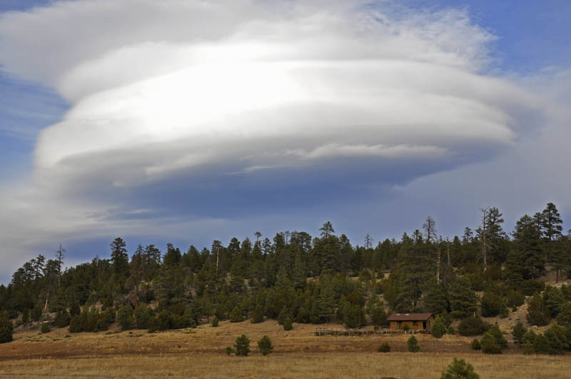 lenticular saucer cloud over campbell mesa az 15 Incredible Cloud Formations