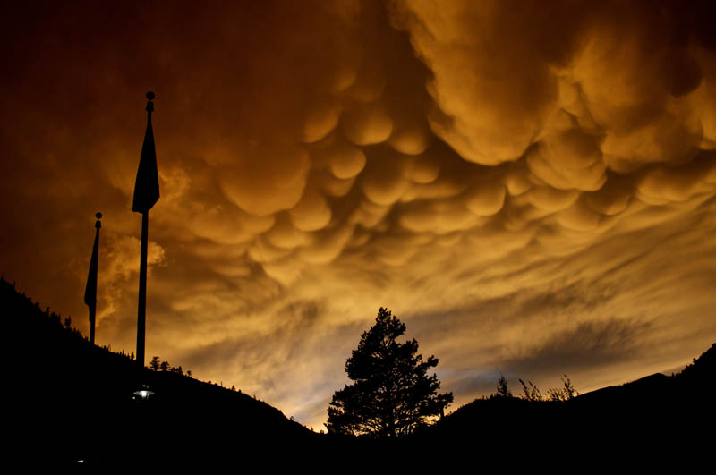 mammatus clouds squaw valley 15 Incredible Cloud Formations