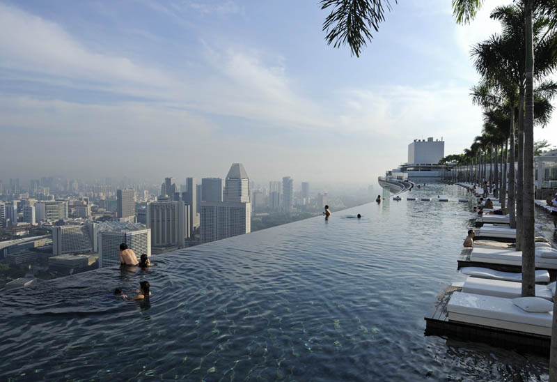 marina bay sands skypark infinity pool singapore 57 storeys high 1 The Infinity  Pool in the