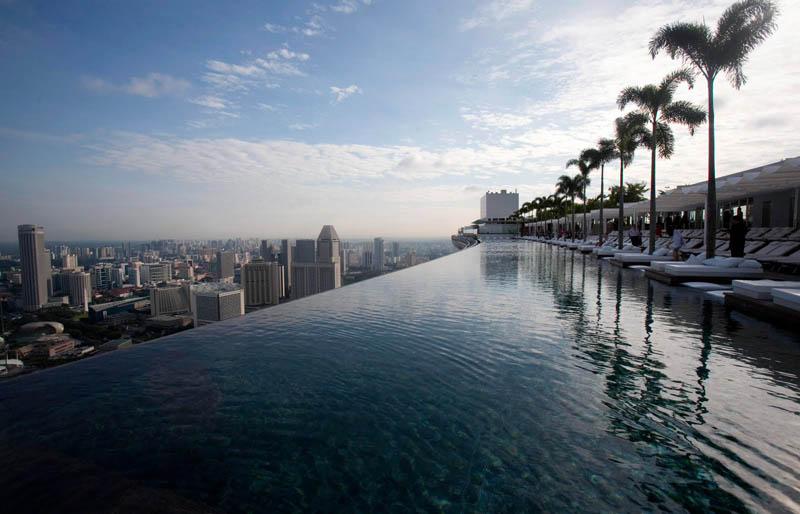 marina bay sands skypark infinity pool singapore 57 storeys high 2 The Infinity Pool in the Sky