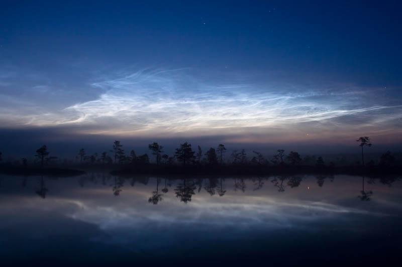 noctilucent clouds kuresoo bog soomaa national park estonia 15 Incredible Cloud Formations