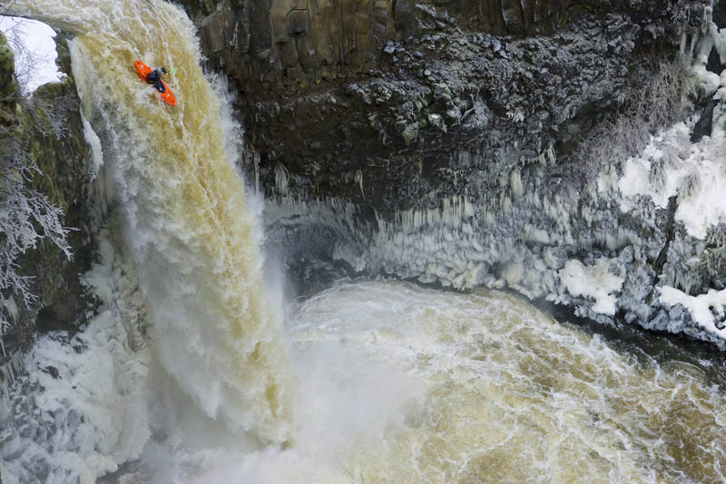 whitewater kayaking red bull 28 The Top 30 Whitewater Kayaking Photos by Red Bull