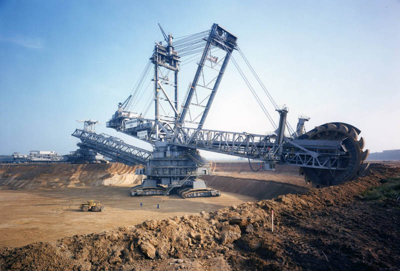 bagger 288 largest land vehicle in the world 12 This Machine Prints Brick Roads
