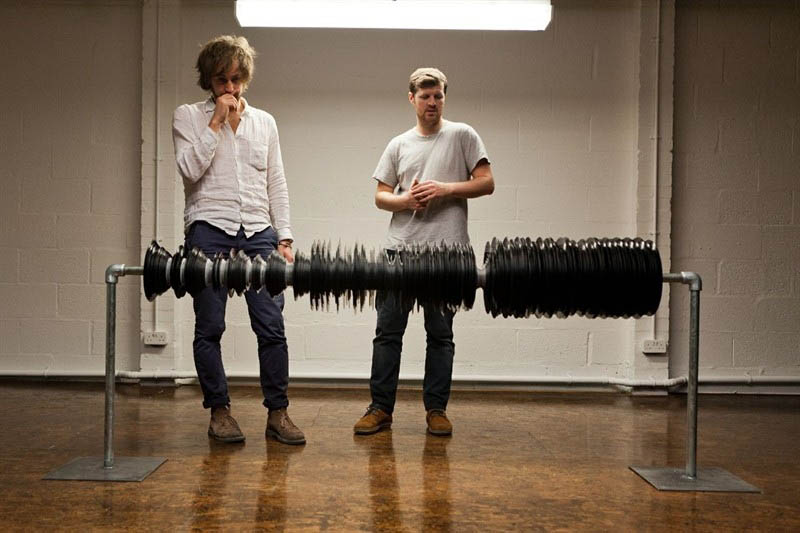 Music Video Recreates Waveform Using 960 Vinyl Records