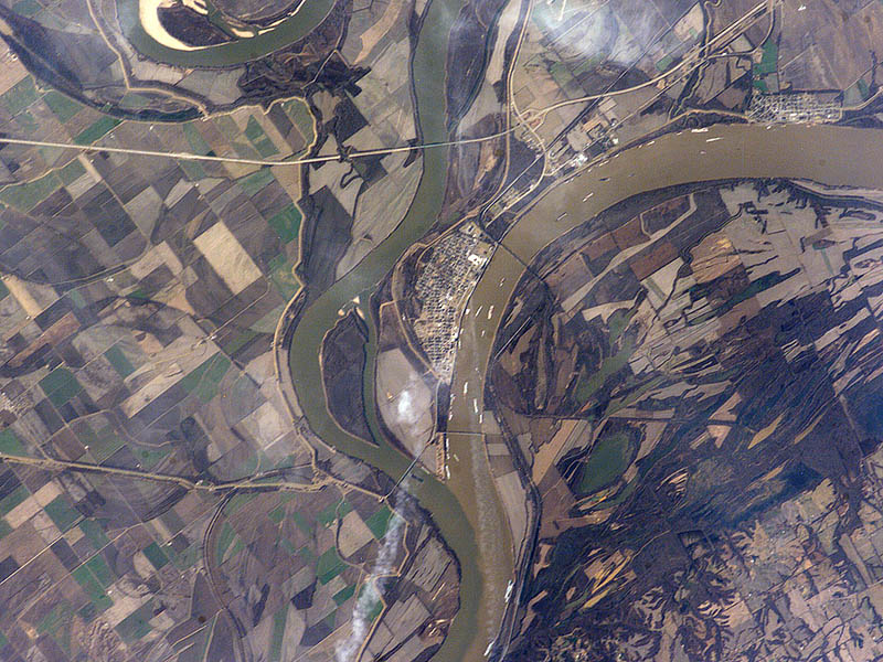 confluence of ohio and mississippi rivers at cairo il usa When Rivers Collide: 10 Confluences Around the World