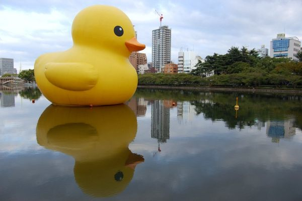giant inflatable rubber ducky florentijn hofman osaka japan 4 The World Travels of a Giant Rubber Duck
