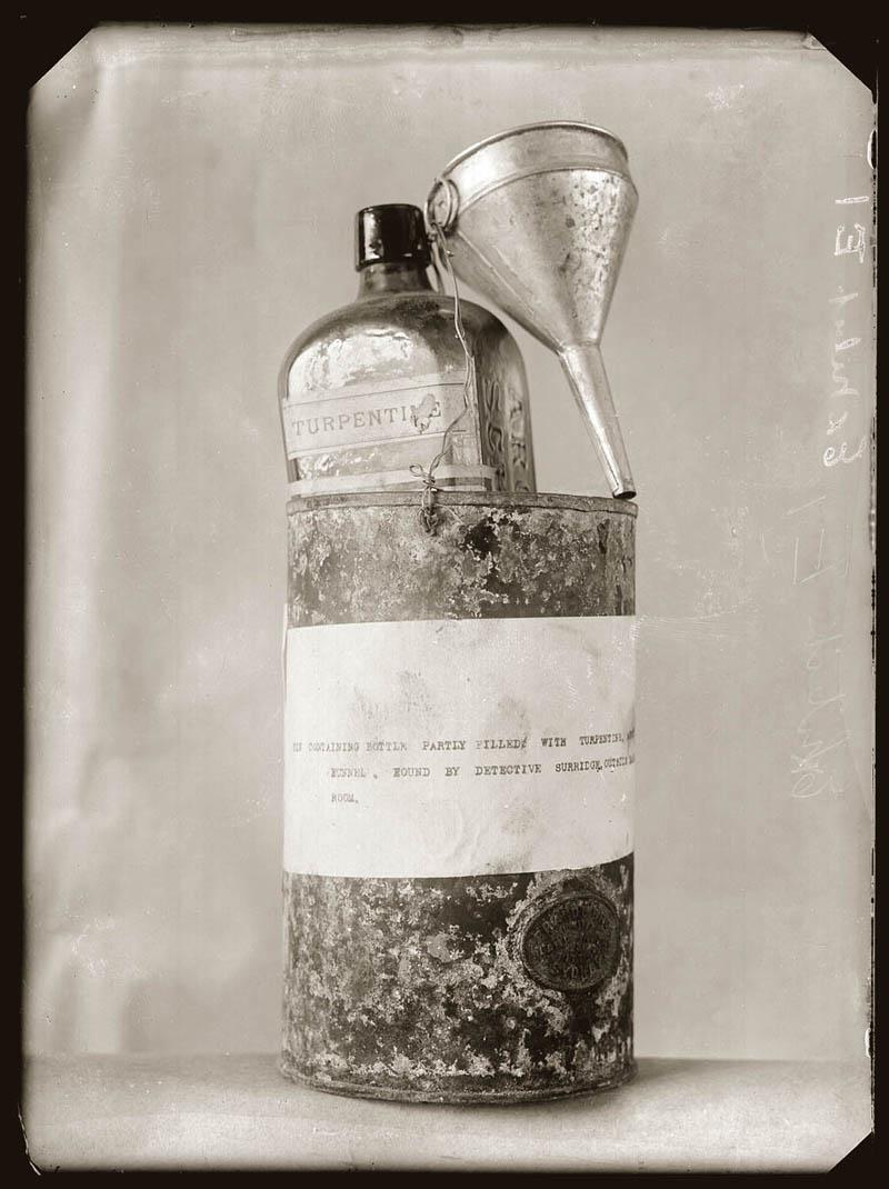 old vintage police record crime photos black and white sydney 5 25 Vintage Police Record Photographs
