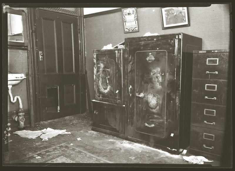 old vintage police record crime photos black and white sydney 7 25 Vintage Police Record Photographs