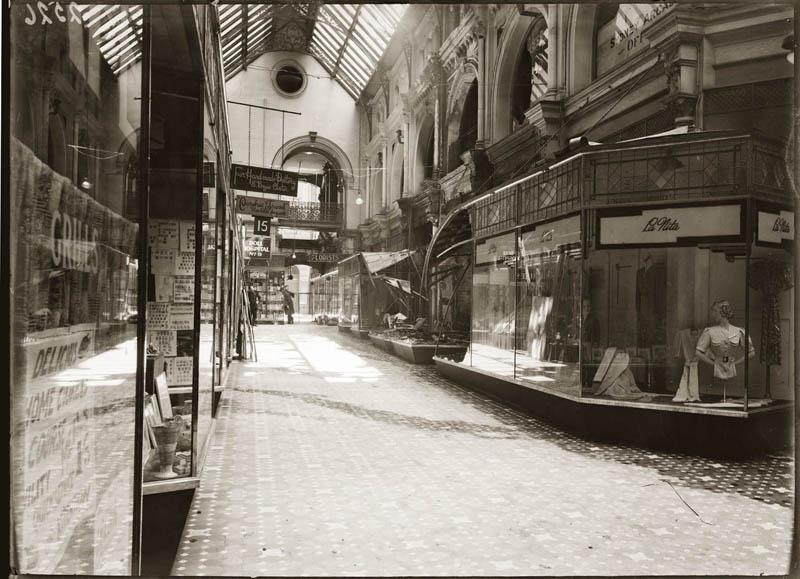 old vintage police record crime photos black and white sydney 9 25 Vintage Police Record Photographs