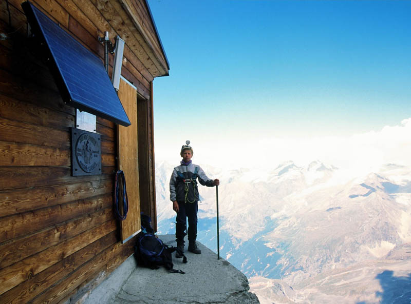 solvay hut matterhorn solvayhutte cabin on mountain above clouds switzerland 1 The Hut Above the Clouds on the Matterhorn