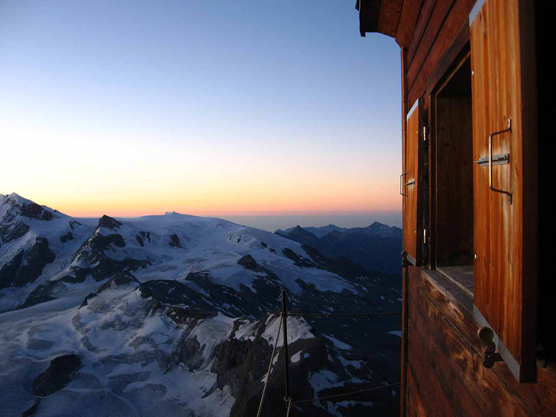 solvay hut matterhorn solvayhutte cabin on mountain above clouds switzerland 5 The Hut Above the Clouds on the Matterhorn