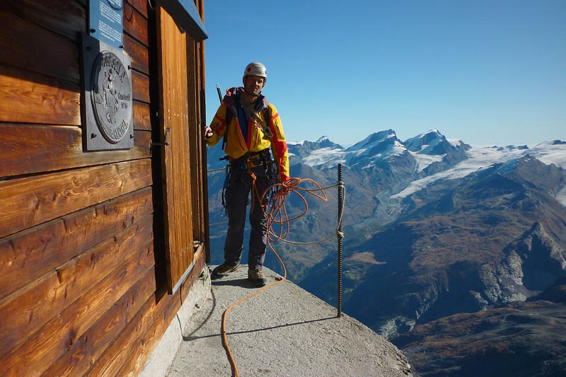 solvay hut matterhorn solvayhutte cabin on mountain above clouds switzerland 8 The Hut Above the Clouds on the Matterhorn