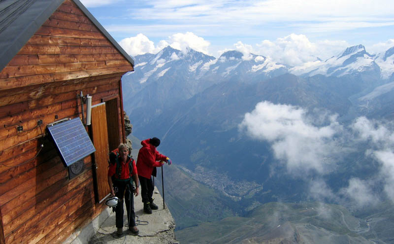 solvay hut matterhorn solvayhutte cabin on mountain above clouds switzerland 9 The Hut Above the Clouds on the Matterhorn
