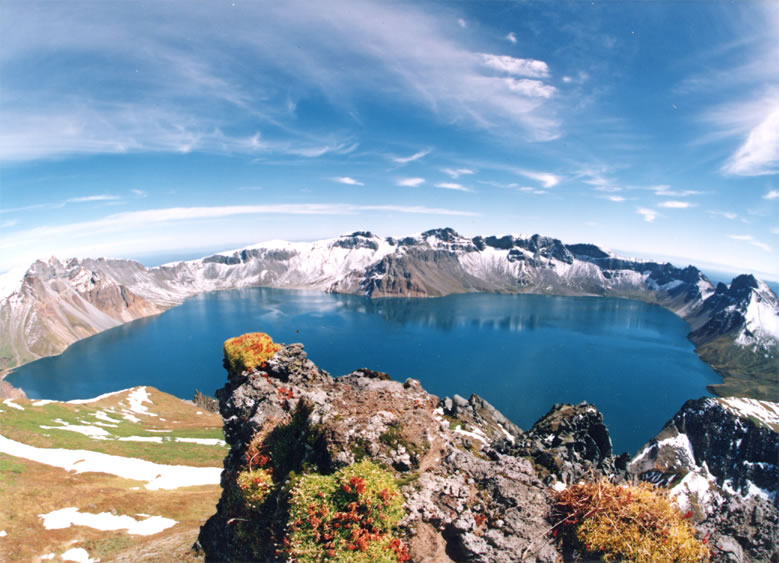 baitou mountain tianchi crater lake china north korea 15 of the Most Beautiful Crater Lakes in the World