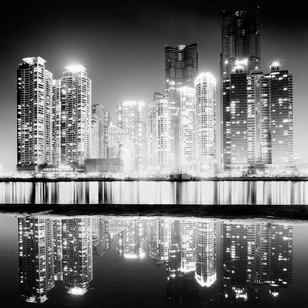 black and white cityscape night photography martin stavars 8 Dramatic Black and White Cityscapes at Night
