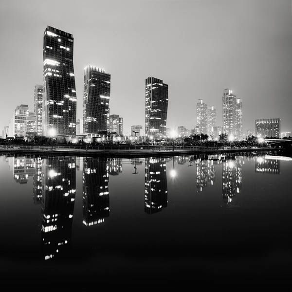 black and white cityscape night photography martin stavars 9 Dramatic Black and White Cityscapes at Night