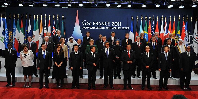 g20 summit 20011 group shot cumbre de cannes france The Most Epic Group Photos You Will See Today