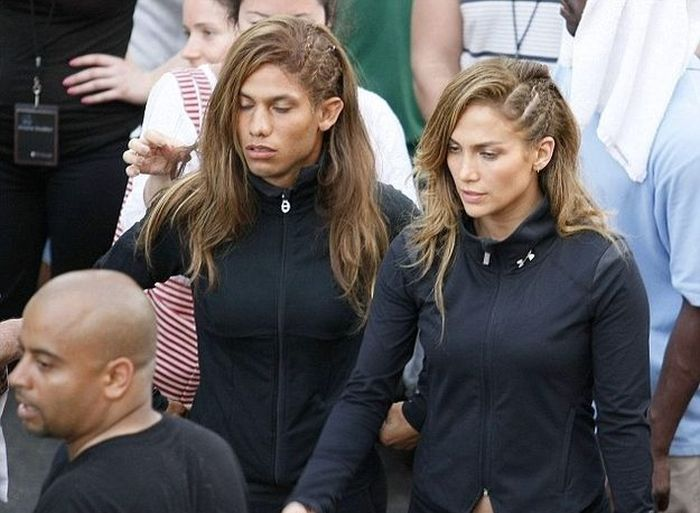 jennifer lopez and stunt double 30 Actors Posing With Their Stunt Doubles