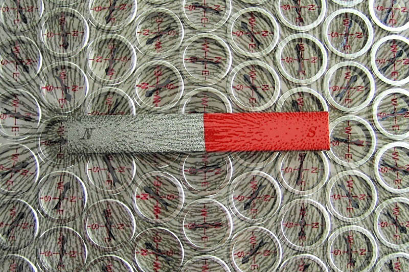 magnetic fields with compass magnets and filings 10 Photos to Help You Visualize Magnetic Fields