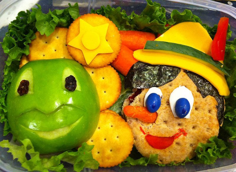 mom makes lunch art for son bento box art 10 Awesome Mom Turns Sons Lunches Into Works of Art