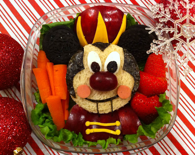 mom makes lunch art for son bento box art 12 Awesome Mom Turns Sons Lunches Into Works of Art