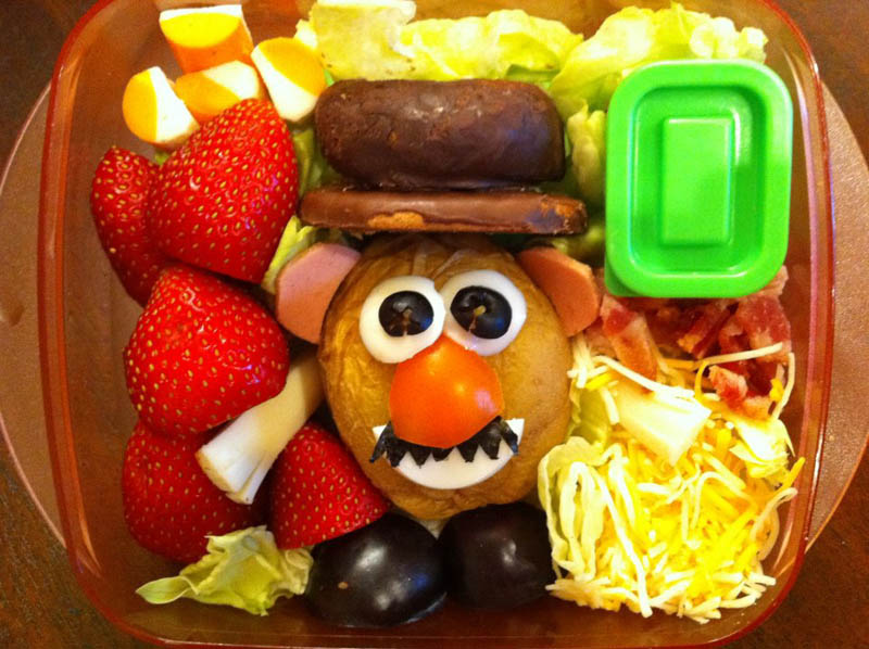 mom makes lunch art for son bento box art 2 Awesome Mom Turns Sons Lunches Into Works of Art