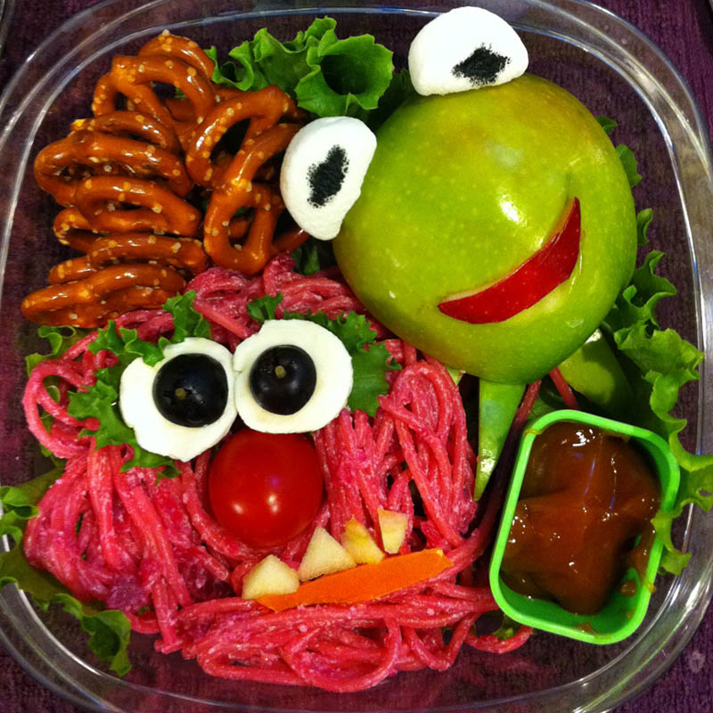 mom makes lunch art for son bento box art 9 Awesome Mom Turns Sons Lunches Into Works of Art