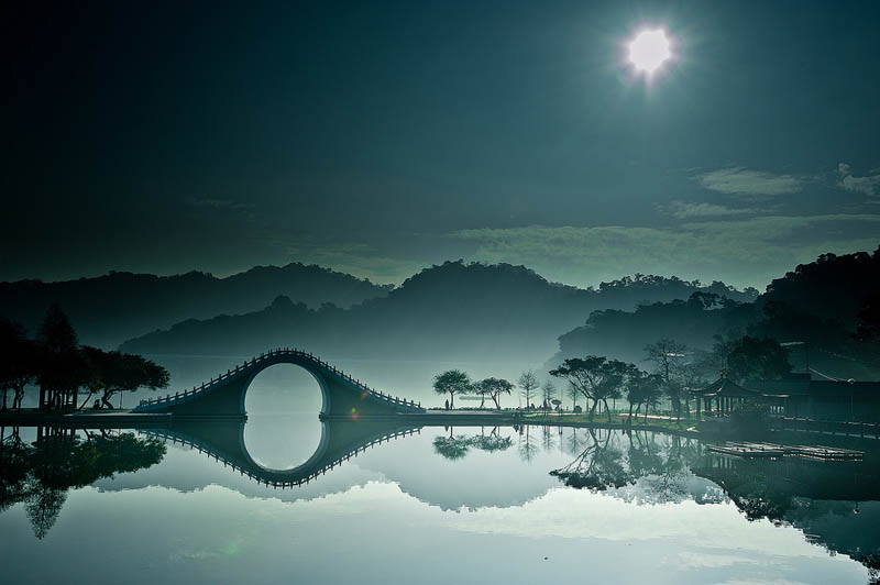 Picture of the Day: Moon Bridge in DaHu Park, Taipei