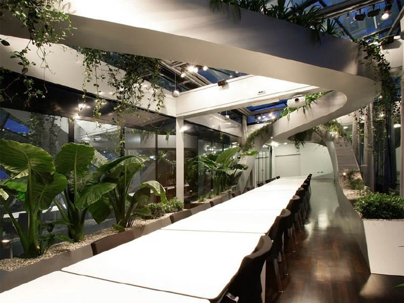 rooftop meeting space with swopping lush panoramic interior garden 5 Amazing Rooftop Boardroom with Panoramic Indoor Garden
