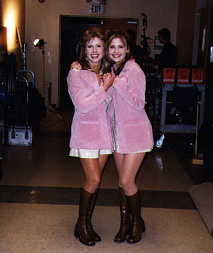 sarah michelle gellar and stunt double 30 Actors Posing With Their Stunt Doubles