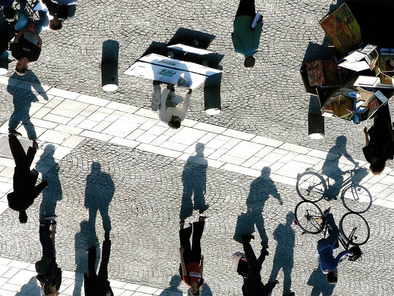 shadow optical illuion people 12 Optical Illusions Made from Shadows