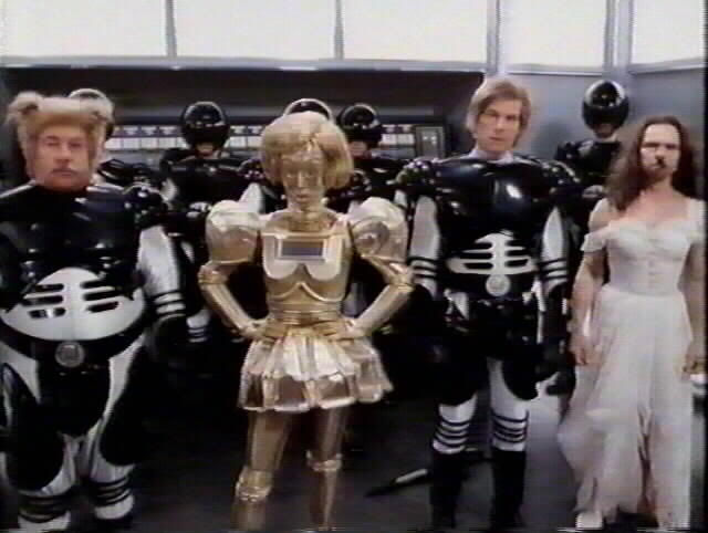 spaceballs stunt doubles copy 30 Actors Posing With Their Stunt Doubles