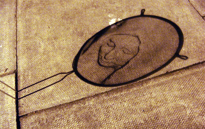 strainer shadow faces made from colanders isaac cordal 1 Shadowy Faces Made from Strainers