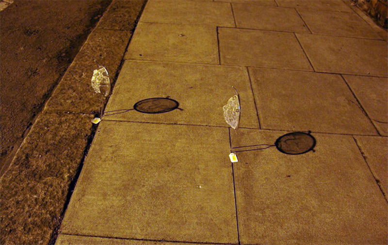 strainer shadow faces made from colanders isaac cordal 2 Shadowy Faces Made from Strainers
