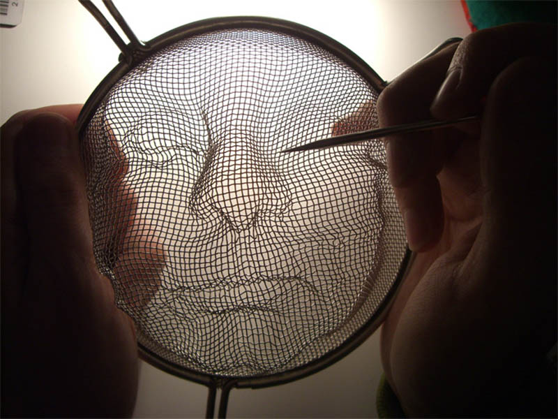 strainer shadow faces made from colanders isaac cordal 8 Shadowy Faces Made from Strainers