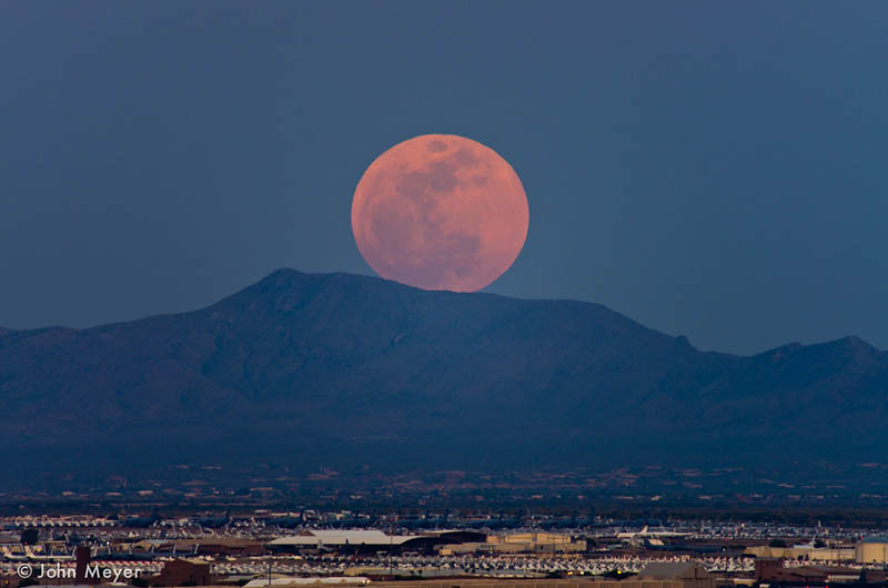 10 Incredible Views of the 2012 Super Moon