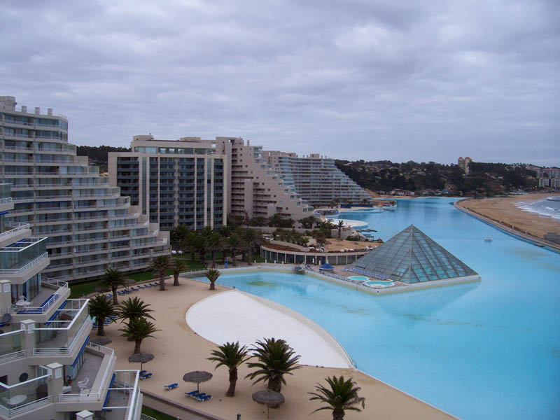 The largest swimming pool in the world twistedsifter for Largest swimming pool in the world in chile