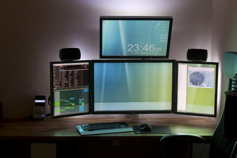 Quad Screen Computer Setup Battlestation Two Landscape Monitors Stacked  Flanked By Two Portrait Monitors