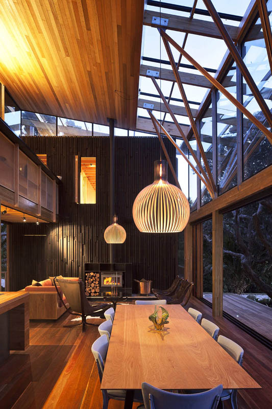 beach house surrounded by trees under pohutukawa herbst architects 11 Award Winning Beach House Surrounded by Trees