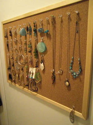 using bulletin board as jewellery organizer