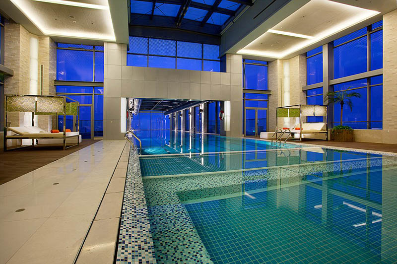 holiday inn shanghai pudong kangqiao cantilever swimming pool Picture of the Day: Glass Bottomed Cantilever Pool in Shanghai