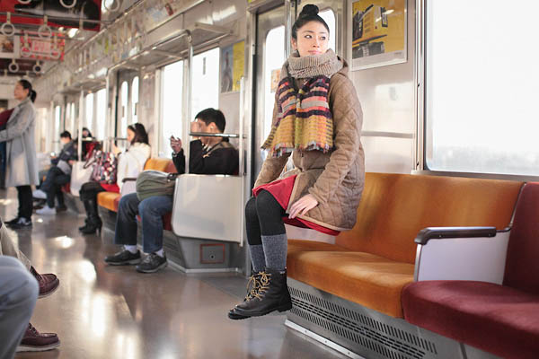 levitation photo portraits by natsumi hayashi 5 Portraits of People Riding Invisible Bikes