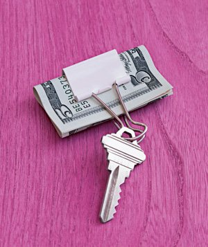 paper clip key chain and money clip 50 Creative Ways to Repurpose, Reuse and Upcycle Old Things