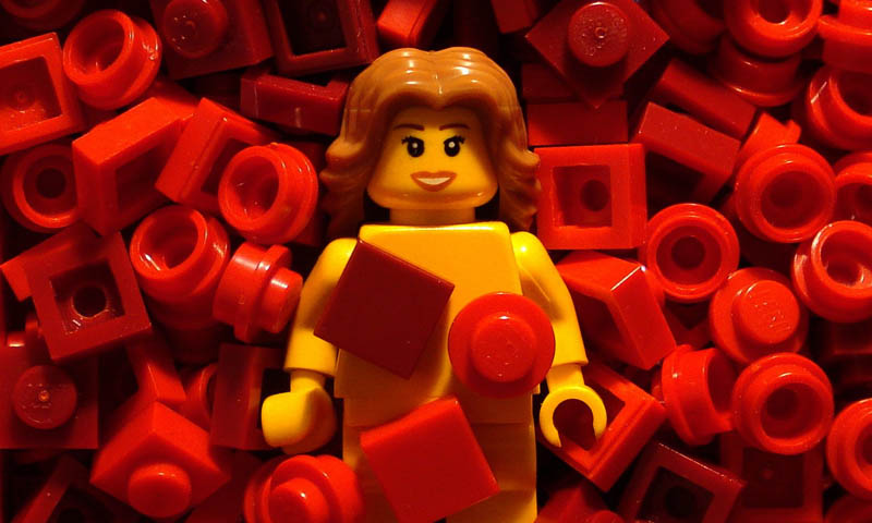 recreating movie scenes from lego alex eylar american beauty Recreating Famous Movie Scenes with Lego