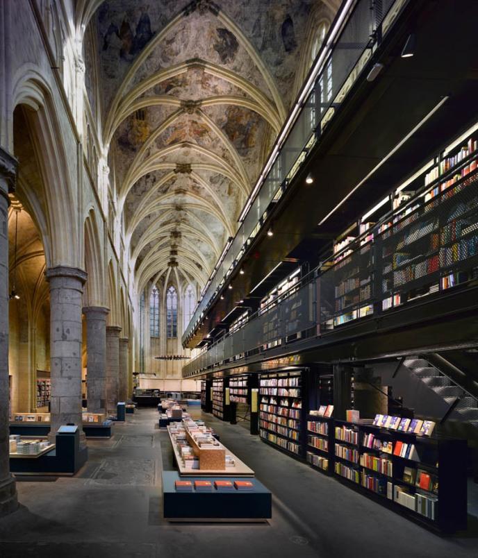selexyz dominicanen bookstore church conversion netherlands 4 Amazing Vertical Panoramas of Church Ceilings