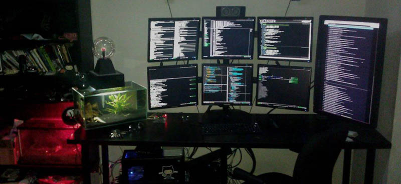seven monitor setup with two rows of three stacked and one monitor portrait style to the side